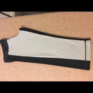 Reebok Woman's Capri pants sz L black and gray.